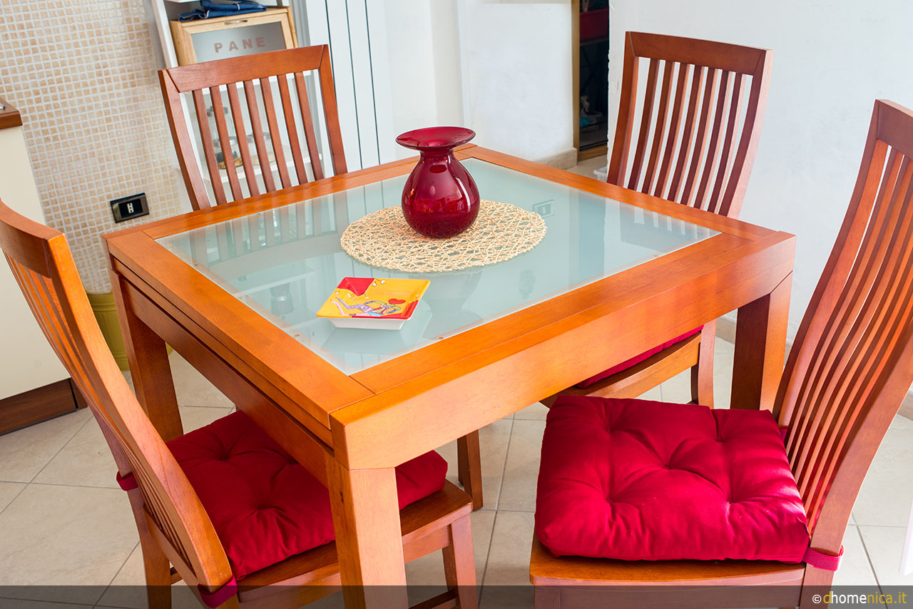 Un tocco di rosso in casa il blog di for Posacenere ikea