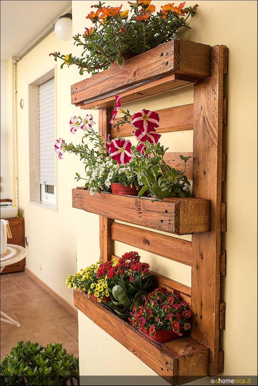 Come realizzare una fioriera verticale con un pallet il - Applique da parete fai da te ...